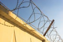 колючий провод стены Стоковая Фотография RF