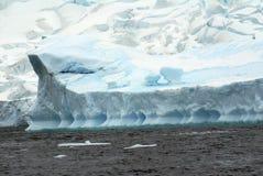 Край айсберга в холодных водах Антарктики Стоковое Фото