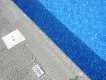 Край бассейна, солнечный Стоковая Фотография RF