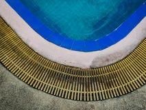 Край бассейна с космосом экземпляра стоковая фотография