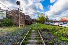 Край городского Brattleboro, Вермонта над ручейком точила стоковое изображение