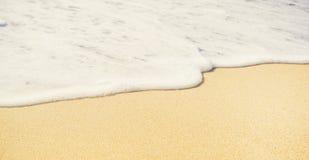 Край и песок воды Предпосылка пляжа лета конца-вверх Каникулы и концепция путешествовать стоковое изображение