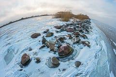 Край каменной пристани удлиняя в залив Стоковые Изображения RF