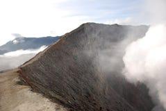Край кратера стоковое фото