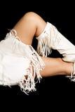 Край ног женщины коренного американца белый на черноте Стоковая Фотография RF