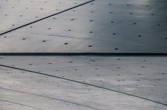 Край поставленной точки и striped стены современного городского здания стоковые изображения