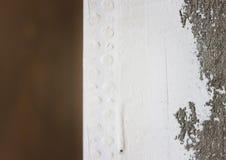 Край стены в белом гипсолите стоковое изображение