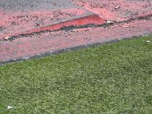 край тротуара травы Стоковая Фотография
