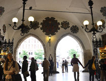 Краков 19,2014 -го август: Интерьер в Кракове, Польша Hall ткани Стоковое Изображение RF