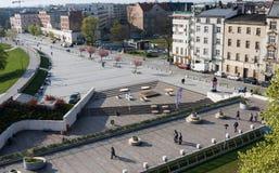 КРАКОВ, ПОЛЬША - 21,2017 -го апрель: Взгляд обваловки Рекы Висла в историческом центре города Стоковое Изображение RF