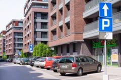 КРАКОВ, ПОЛЬША - ИЮНЬ 2017: Новые жилые дома в Краков, Польша стоковое изображение