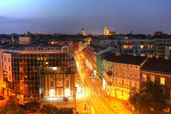 КРАКОВ - ПОЛЬША, 8-ОЕ ИЮЛЯ: Горизонт основной области в Кракове, старый городок Стоковая Фотография