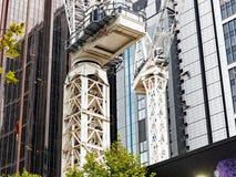 2 крана башни на строительной площадке Сиднея CBD, Австралии Стоковые Изображения RF