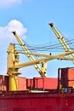 Краны грузовых суда стоковая фотография rf