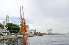 Краны и туристическое судно Стоковое Изображение