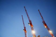 Краны к небу в вечере Стоковые Изображения RF