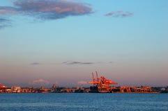 краны нагружая корабль Стоковые Фотографии RF