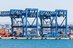 Краны на канале порта Стоковое Изображение RF