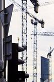 Краны на строительной площадке стоковые фотографии rf