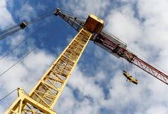 Кран башни на предпосылке голубого неба Стоковое Фото