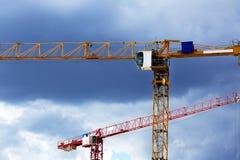 Кран башни 2 на предпосылке голубого неба Стоковое Изображение RF