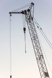 Кран башни на строительной площадке на восходе солнца кливер стоковая фотография rf