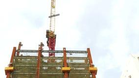 Кран башни на Я-луче здания moving