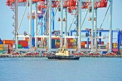 Кран буксира и груза порта Стоковое фото RF
