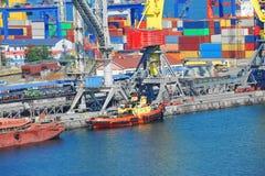 Кран буксира и груза порта Стоковое Изображение
