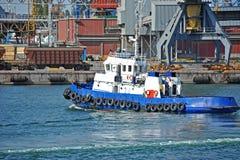 Кран буксира и груза порта Стоковые Изображения RF