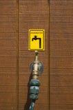 кран знака дождевой воды Стоковые Изображения