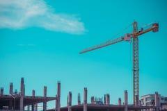 кран и голубое небо в предпосылке Стоковое фото RF
