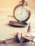 Кран или птица Origami сделанные от примечания тайского бата денег Стоковые Фото