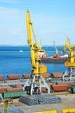 Кран и металл груза порта Стоковое Изображение