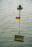 Кран кабеля с флагом Германии Стоковое Фото