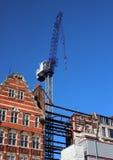 Кран конструкции с старыми и новыми зданиями Стоковое Изображение