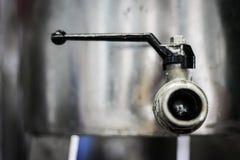 Кран контейнера оливкового масла Стоковые Фото