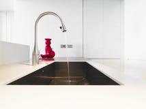 кран кухни самомоднейший стальной Стоковая Фотография