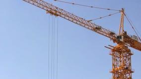 Кран на строительной площадке акции видеоматериалы