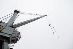 Кран порта на предпосылке неба Стоковые Фото