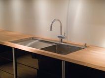 кран раковины кухни faucet деталей самомоднейший Стоковая Фотография