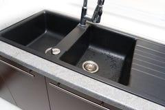 кран раковины смесителя кухни Стоковая Фотография