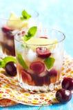 Красавица вишни коктеиля спирта Стоковые Фото