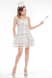 Красивая азиатская женщина в палочке костюма Анджела развевая Стоковые Изображения