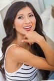 Красивая азиатская китайская девушка женщины дома Стоковые Фотографии RF