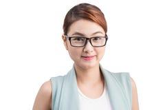 Красивая азиатская молодая бизнес-леди на белой предпосылке Стоковая Фотография