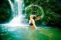 Красивая дама Водопад Стоковое фото RF