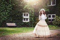 Красивая дама в винтажном обмундировании Стоковая Фотография RF