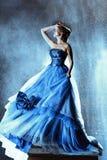 Красивая дама в голубом платье стоковые фотографии rf