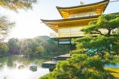 Красивая архитектура на виске Kinkakuji (золотой павильон) Стоковые Изображения RF